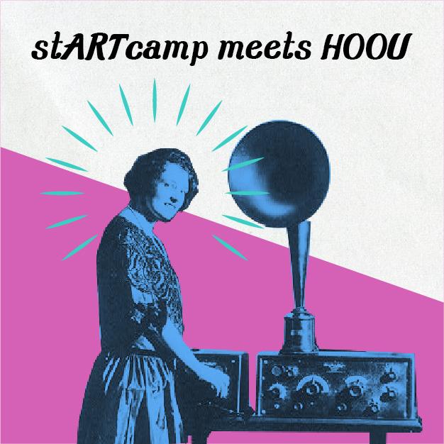 """Vorschaubild für die Podcastfolge """"startcamp meets HOOU"""" zeigt eine Frau vor einem alten Radio"""